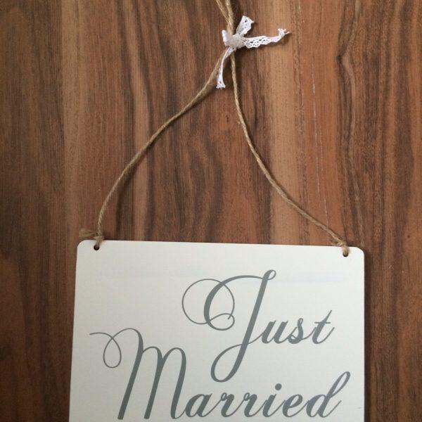 just_married_schild